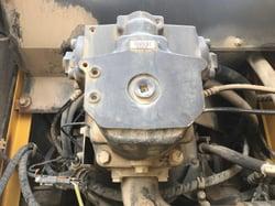 ①油圧ポンプ