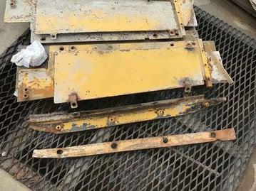 固化材フィーダー下サイドカバー写真 (1)